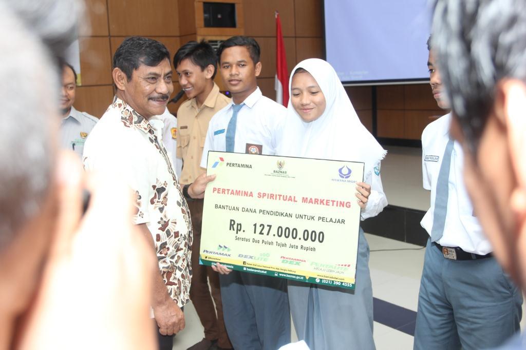BAZNAS Salurkan Bantuan dari PSM kepada 127 Siswa