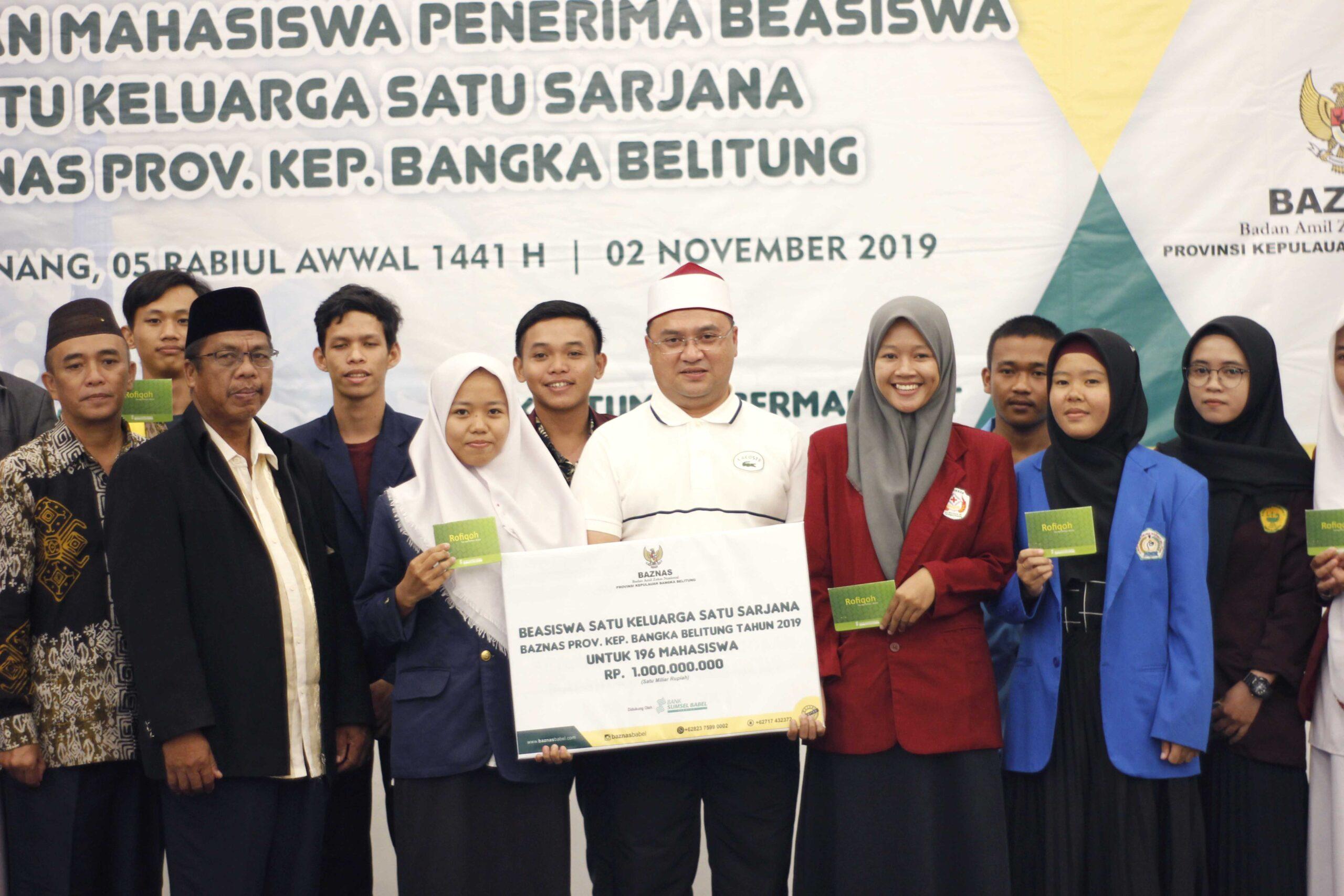 BAZNAS Serahkan Beasiswa kepada 196 Mahasiswa Perguruan Tinggi di Bangka Belitung