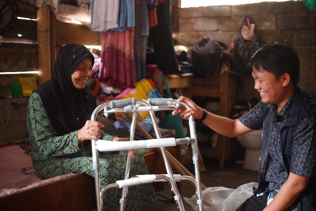 Alat Bantu Jalan untuk Ibu Rusnani